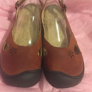 KEEN SANDALS IN GREAT SHAPE SIZE 8.5 LEATHER